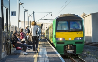 Passengers prepare to board the Abbey Flyer at Watford Junction platform 11